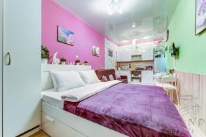 A bed or beds in a room at Bolshaya Posadskaya 9/5