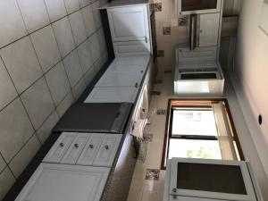 A kitchen or kitchenette at Robin Hill Views