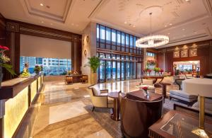 The lounge or bar area at Stella Di Mare Dubai Marina Hotel