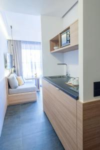A kitchen or kitchenette at Athens Lodge