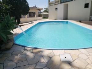 A piscina localizada em Pousada Baía dos Corais ou nos arredores