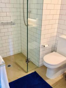 A bathroom at 2 Bedroom Apartment near CBD with excellent view