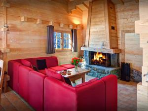 A seating area at Chalet Flocon Magique - OVO Network