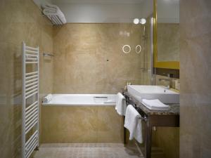 A bathroom at Grandezza Hotel Luxury Palace