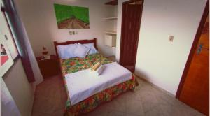A bed or beds in a room at Pousada Mar Azul Morro