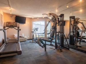 The fitness centre and/or fitness facilities at Ramada by Wyndham Kamloops