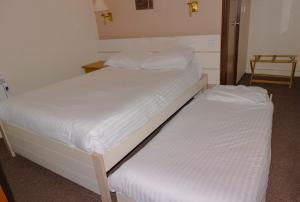 A bed or beds in a room at Restover Lodge Rotherham