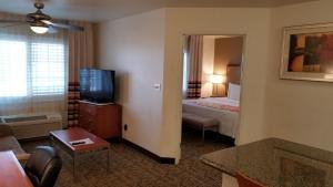 Кровать или кровати в номере Hawthorn Suites