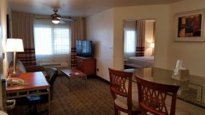 Гостиная зона в Hawthorn Suites