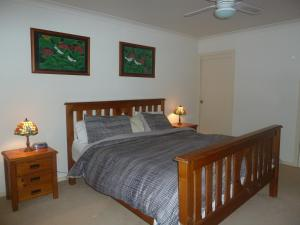 A bed or beds in a room at Blackwattle at Barrington Tops