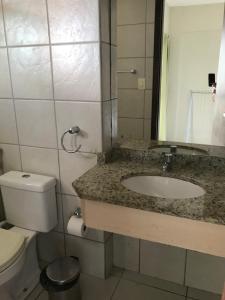 Um banheiro em Terrazzo Ponta Negra Flat