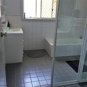 A bathroom at Tic Tac Toe Quality Accommodation