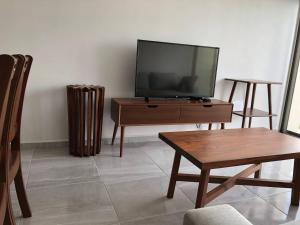 A television and/or entertainment center at Mayan Condos Cancún / 15 min Beach