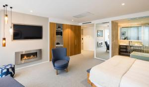 A television and/or entertainment center at Queenstown Park Boutique Hotel