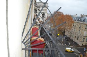 A balcony or terrace at Hotel Royal Elysées
