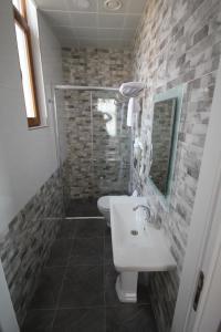 A bathroom at Hotel Naumpasa Konagi