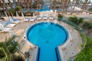 נוף של הבריכה ב-Herods Vitalis Spa Hotel Eilat a Premium collection by Fattal Hotels או בסביבה