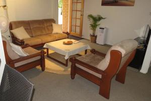 A seating area at Homestay Guest Suite