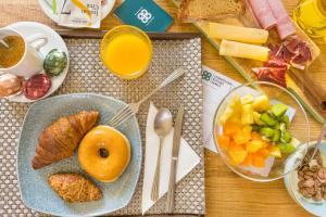 Breakfast options available to guests at Cosmopolitan Boutique Rambla