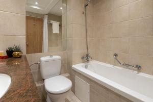 Een badkamer bij Leonardo Royal Resort Eilat