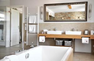 A bathroom at Klosterhotel Neuzelle