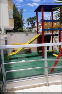 Zona de juegos infantil en Excelente apartamento, 2 dormitórios, 200 m do mar