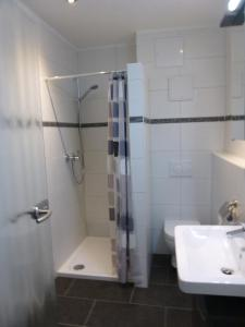 Ein Badezimmer in der Unterkunft Apartmenthaus Villa Lindenbühl