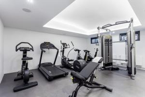 The fitness centre and/or fitness facilities at VISIONAPARTMENTS Gutleutstrasse - contactless check-in