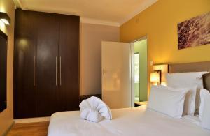 Cresta Oasis Hotelにあるベッド
