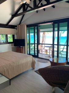 A bed or beds in a room at Boracay Beach Houses