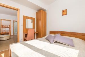 A bed or beds in a room at Villas Kampor