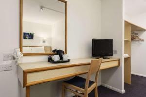 Телевизор и/или развлекательный центр в Days Inn Bridgend Cardiff