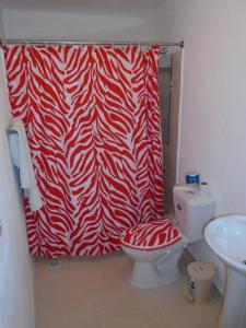 A bathroom at Guesthouse Villa La Isla