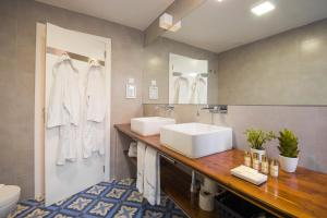 A bathroom at Feels Like Home Bica Prime Suites