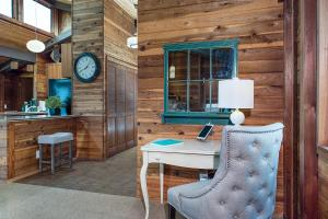 A seating area at 21562 Heron Drive Home