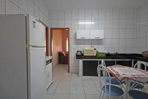 A cozinha ou cozinha compacta de Chácara Tangará