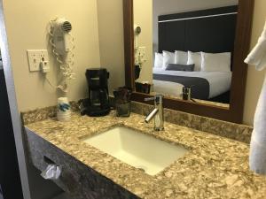 A bathroom at Ten Pin Inn & Suites