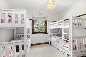 A bunk bed or bunk beds in a room at Torquay Retreats Aus - Bristol Road