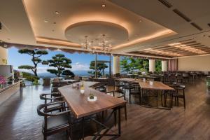 Un restaurante o sitio para comer en Shuhokaku Kogetsu