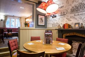 A restaurant or other place to eat at Innkeeper's Lodge Beckenham