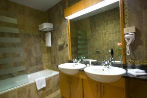 Al Khoory Hotel Apartments Al Barsha tesisinde bir banyo