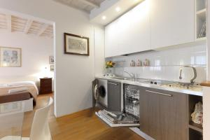 A kitchen or kitchenette at Relais Martinez Florence