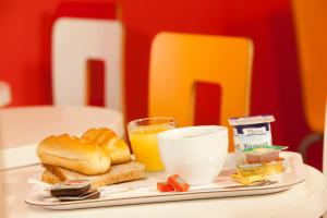 Breakfast options available to guests at Première Classe Thionville