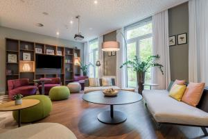 A seating area at Citadines Arnulfpark Munich
