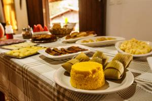 Breakfast options available to guests at Pousada Casa de Jorge