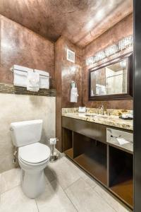 A bathroom at Ellis Island Hotel Casino & Brewery