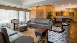 The lobby or reception area at Best Western Plus Pioneer Park Inn