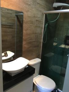 A bathroom at Apartamento linda vista, 200 metros da praia de camboinhas