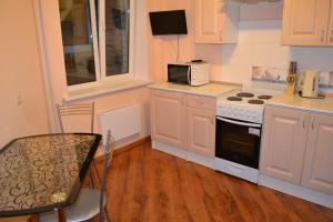 Кухня или мини-кухня в Apartamenty Revolutzii 1905 goda 11 th floor