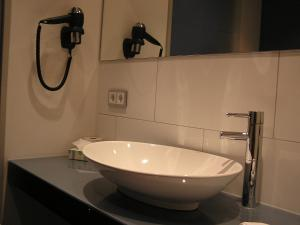 Ein Badezimmer in der Unterkunft Hotel zur Promenade